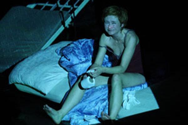 Inge Hrubaničová v Mŕtvych dušiach divadla SkRAT.