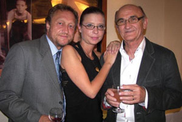 Laureáti ocenení; (zľava) Šafárik, Škorvagová, Paulovič.