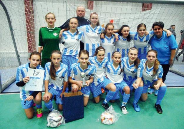 Žiačky FC Nitra hrali na finálovom turnaji M-SR.