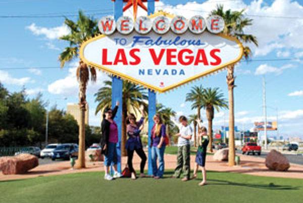 """Júlia Korčoková (druhá zľava) so svojou  """"mamou a súrodencami"""". Na Las Vegas spomína najradšej, strávili v ňom týždeň cez jarné prázdniny."""