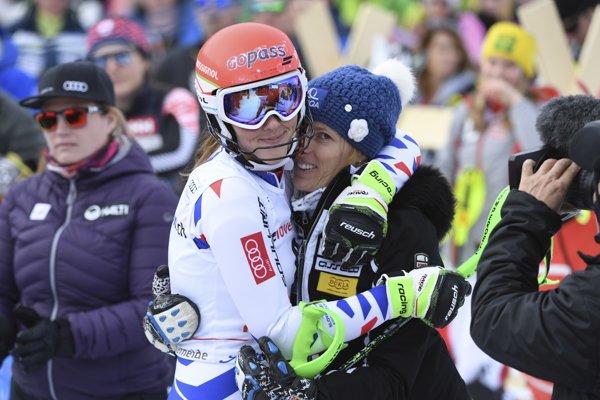 Petra Vlhová (vľavo) a Veronika Velez-Zuzulová.