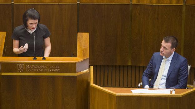 Jana Cigániková a vpravo minister zdravotníctva SR Tomáš Drucker.