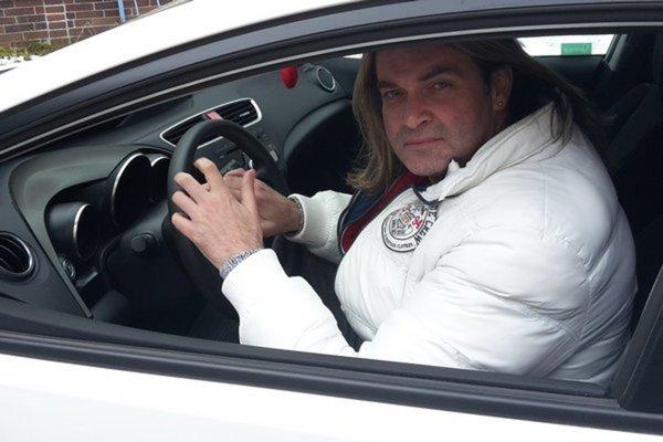 Január 2015. Konečne si po čase sadol za volant. Sám sa pochválil fotografiou.