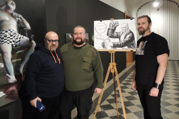 Na snímke zľava moderátor Dado Nagy,autor Janko Išaailustrátor Kladiváka Martin CucoLuciak.