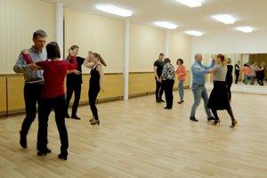 Kurzy spoločenských tancov pre dospelých vyhľadávajú pokročilí, ale aj začiatočníci.