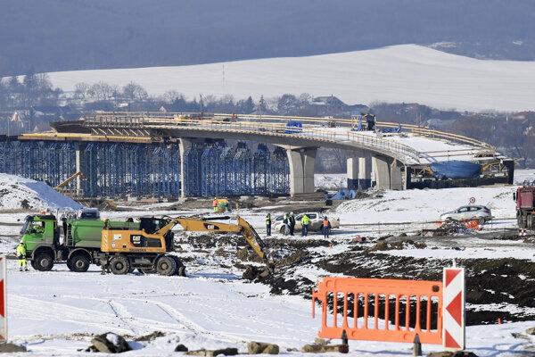 Pokračujúca stavba diaľnice.