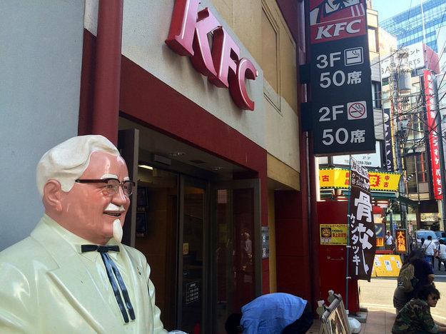 Súčasťou japonských Vianoce je návšteva KFC.