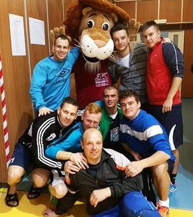 Víťazný kolektív futsalistov MFsK Nitra.