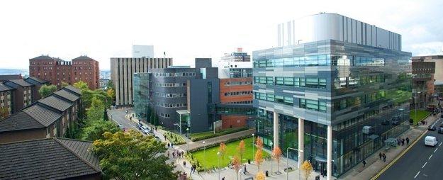 University of Strathclyde v Glasgowe je tretia najväčšia škótska univerzita podľa počtu študentov a zamestnancov.