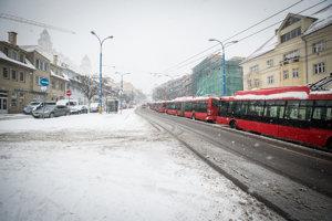 Stojace trolejbusy na Palisádach.