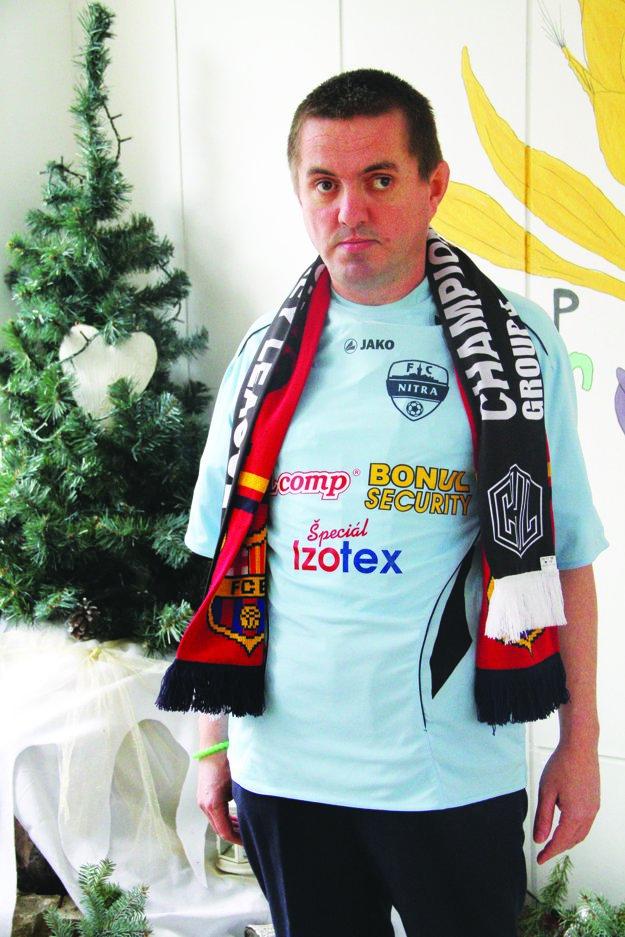 V drese FC Nitra, ktorý mu daroval Michal Hipp