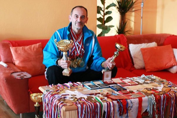 Juraj Brestovský má doma 50 zlatých medailí z majstrovstiev Slovenska a ďalšie množstvo trofejí.