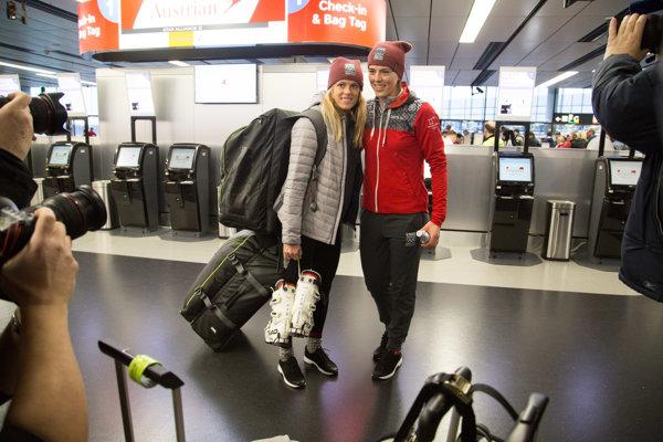 Slovenské lyžiarky Veronika Velez-Zuzulová (vľavo) a Petra Vlhová.