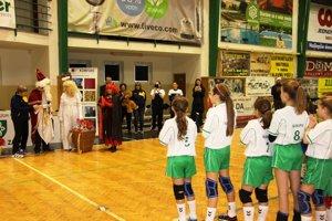 Dievčatá HKM Šurany na Mikulášskom turnaji v Nových Zámkoch