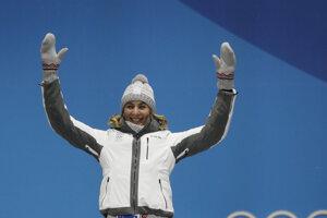 Anastasia Kuzminová počas ceremoniálu pri odovzdávaní medailí.