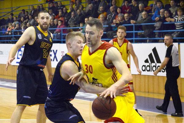 Peter Sedmák (vpravo). Vankete Najlepší basketbalista roka obsadil tretie miesto.