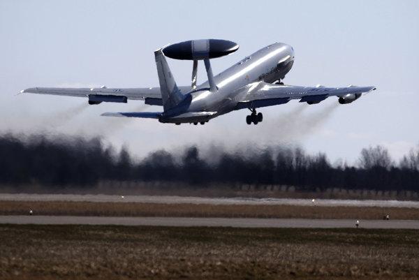 Špeciálne prieskumne lietadlo AWACS.