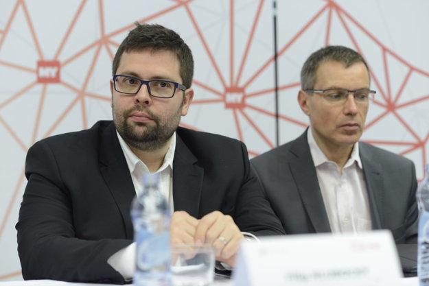 Filip Hlubocký (vľavo), predseda predstavenstva a generálny riaditeľ, Železničnáspoločnosť Slovensko a Radoslav Béreš, Business Development Director YMS a. s..