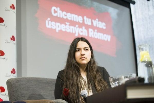 Na snímke Dominika Csizmárová z OZ Divé maky počas tlačovej konferencie.