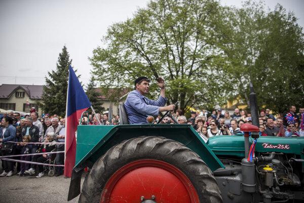 Recesistické oslavy 1. mája vDojči na Záhorí.