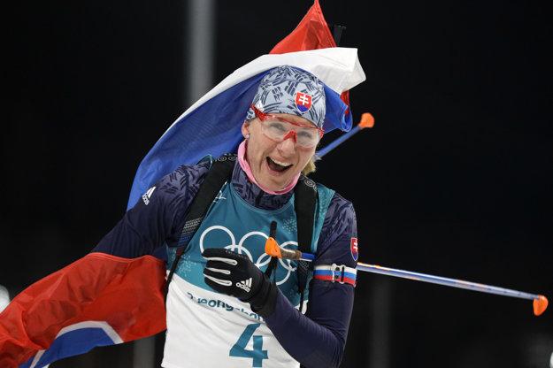 Anastasia Kuzminová sa raduje z víťazstva.