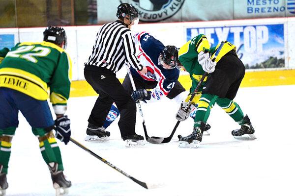 Jedenásti hokejisti Levíc držali šancu na víťazstvo vBrezne až do nadstavenia.