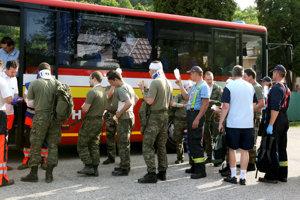 Zranilo sa 17 ľudí - vojakov.