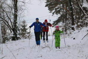 Účastníci Bielej Stopy Prasatína si užívali trasu i počasie.