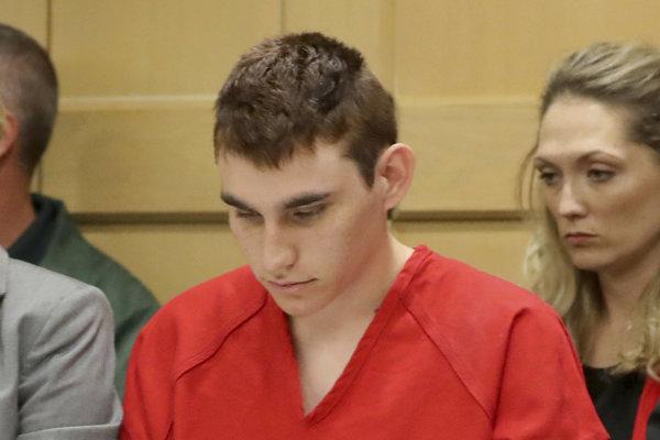 Cruz raz vybuchne, varovala FBI žena blízka strelcovi z floridskej školy