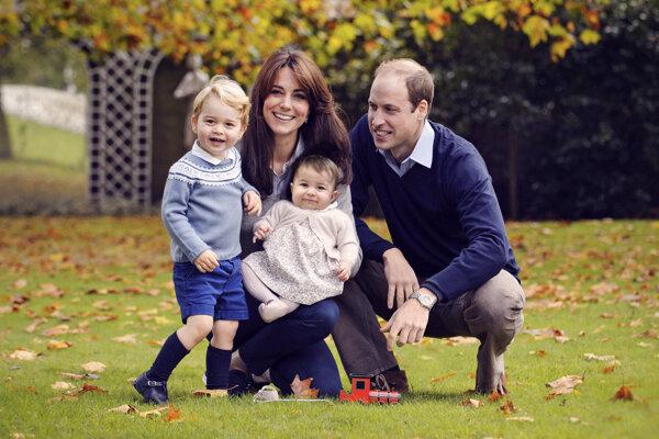 William s manželkou Kate a dvomi deťmi, princom Georgeom a princeznou Charlotte.