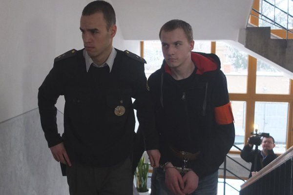 Vodič z policajnej naháňačky dnes pred súdom odmietol vypovedať.