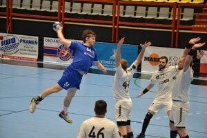 Vallo (v modrom) prispel k výhre nad Hlohovcom štyrmi gólmi.