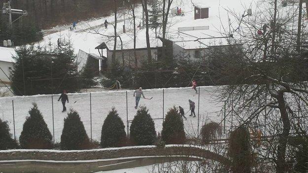 Aj na Drozdove sa už pripravujú na sezónu. Zatiaľ si tam môžete zakorčuľovať hneď vedľa svahu.