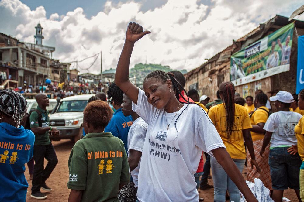 Ebola sa skončila, Sierra Leone oslavuje.