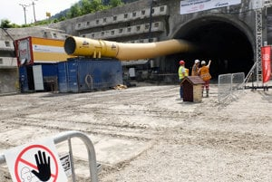 Slávnostný začiatok razenia tunela Višňové.