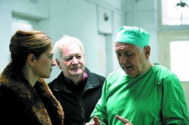 Jiřího Menzela si zamilovali v Maďarsku najmä vďaka jeho komédii Vesničko má středisková. Ako herec účinkoval vo viacerých filmoch maďarských režisérov, aj u Istvána Szabóa v dráme Za zatvorenými dverami (2012).