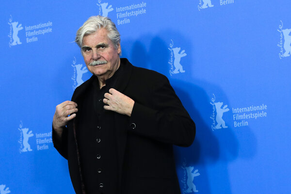 Rakúsky herec Peter Simonischek predstavil film Tlmočník na Berlinale.