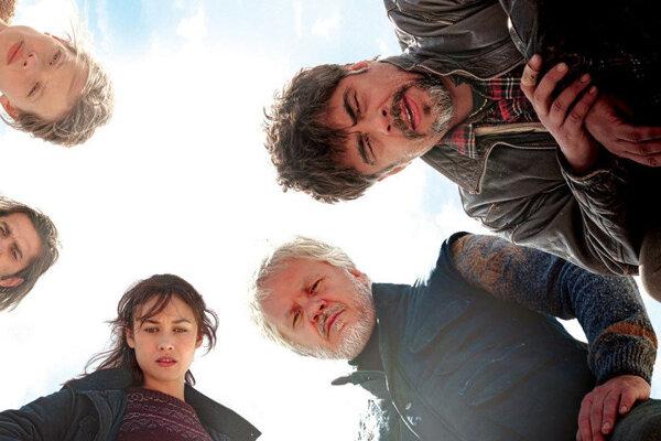 A Perfect Day, film s Beniciom del Torom a Timom Robbinsom.