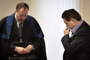 22. marec 2010. Jozef Majský (vpravo) a jeho advokát Peter Filip na pojednávaní na Špecializovanom trestnom súde v Pezinku.
