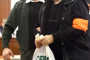 12. marec 2007. Jozef Majský na Špecializovanom súde v Pezinku počas pojednávania.