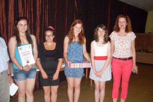 Na tomto ročníku v aranžovaní kvetov dominovali dievčatá z Bystričian.