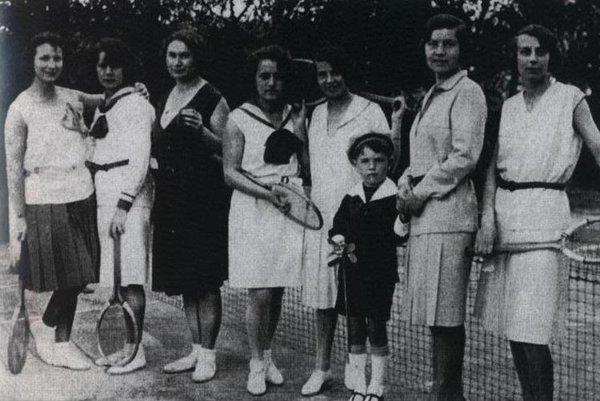 Fotka z roku 1930.