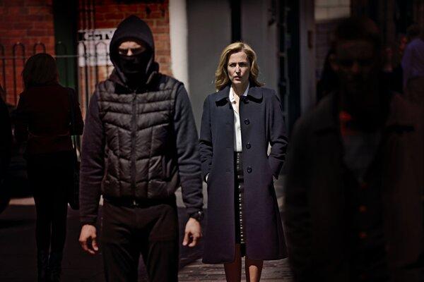 Agentka Scullyová naháňa v Belfaste sadistického vraha.