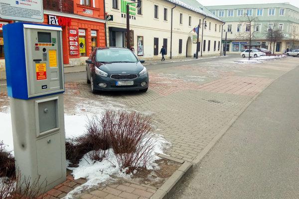 Mesto prevádzkuje tri parkoviská.
