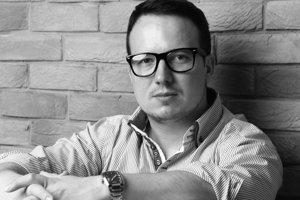 Roman Čerňanský je autorom dvoch kníh - Paríž na viac spôsobov a Zámena.