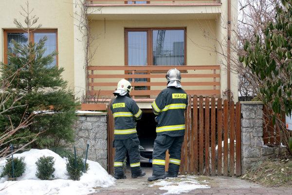 Zásah hasičov. Rodine zachránili rodinný dom.