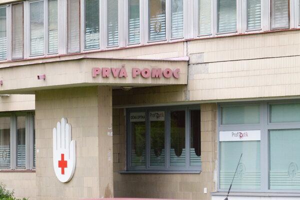 Zákaz návštev v levickej nemocnici zrušili.