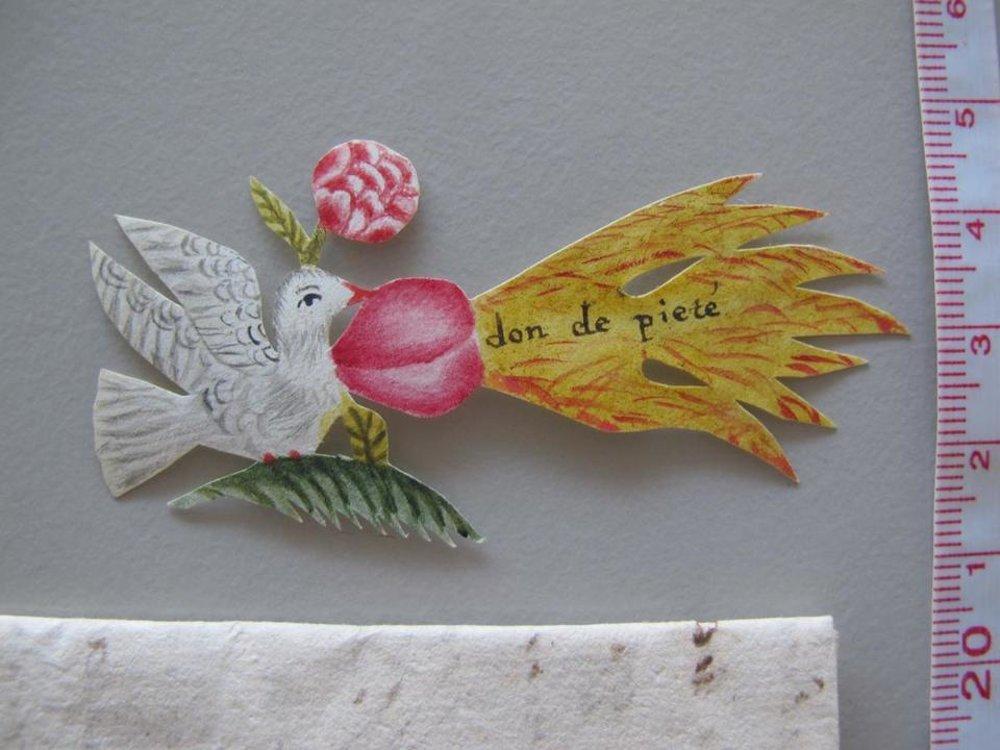 Holubica držiaca v zobáku horiace srdce, obrázok z lásky ako prísľub vernosti  priložený k ľúbostnému listu.