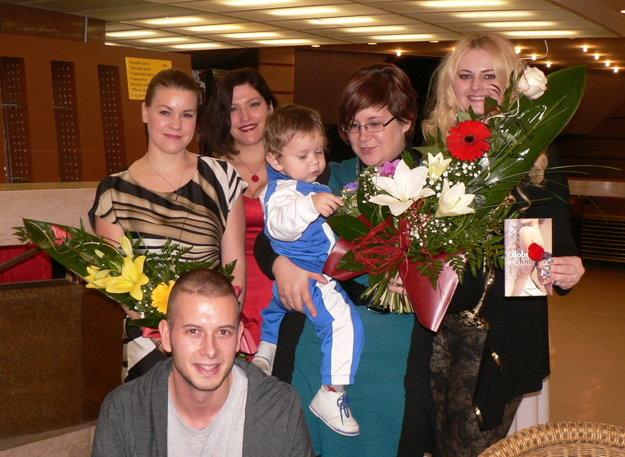 Spoločné foto na záver aj s moderátorkou - herečkou Alenou Pajtinkovou (vľavo).