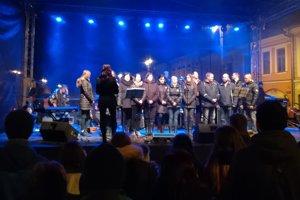 Spevácky zbor Gregos z Gregoroviec, rodnej obce Martiny Kušnírovej.